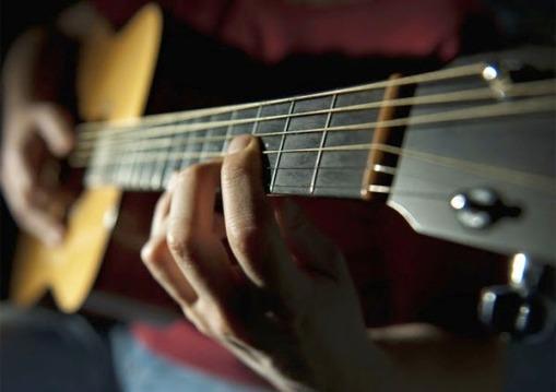 Belajar-Main-Gitar-Akustik-Untuk-Pemula